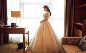 出门齐地迎宾纱—Hello魔镜高级婚纱礼服设计