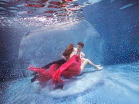 八月风尚双人高端水下婚纱照系列