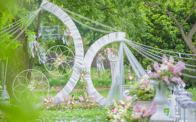 爱情捕梦网 粉绿草坪婚礼 赠送草坪场地免费使用