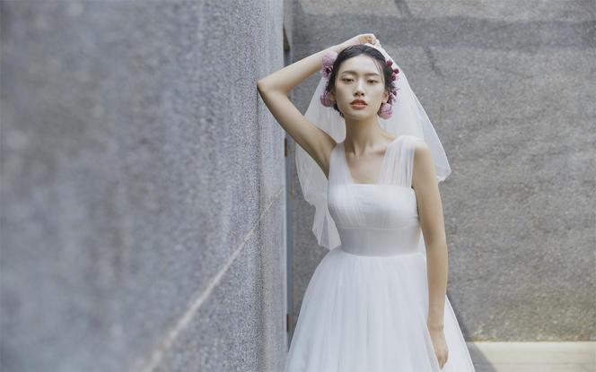 【果枝婚纱设计】素版轻婚纱定制