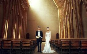 【网红打卡地】穿着婚纱