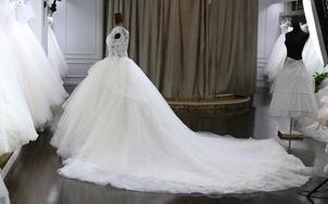 【超值租赁】一字肩奢华齐地婚纱