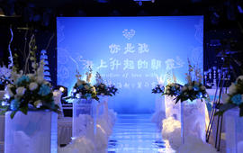 【简爱2018博彩娱乐网址大全】白云对蓝天的爱恋