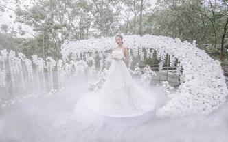 户外浪漫纯白草坪仙女婚礼——注视