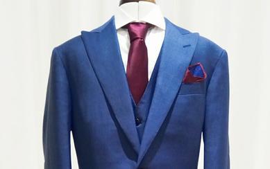 切合蓝色主题婚礼的蓝色婚礼西服套装