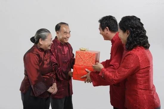 杭州第一次见家长送什么礼物