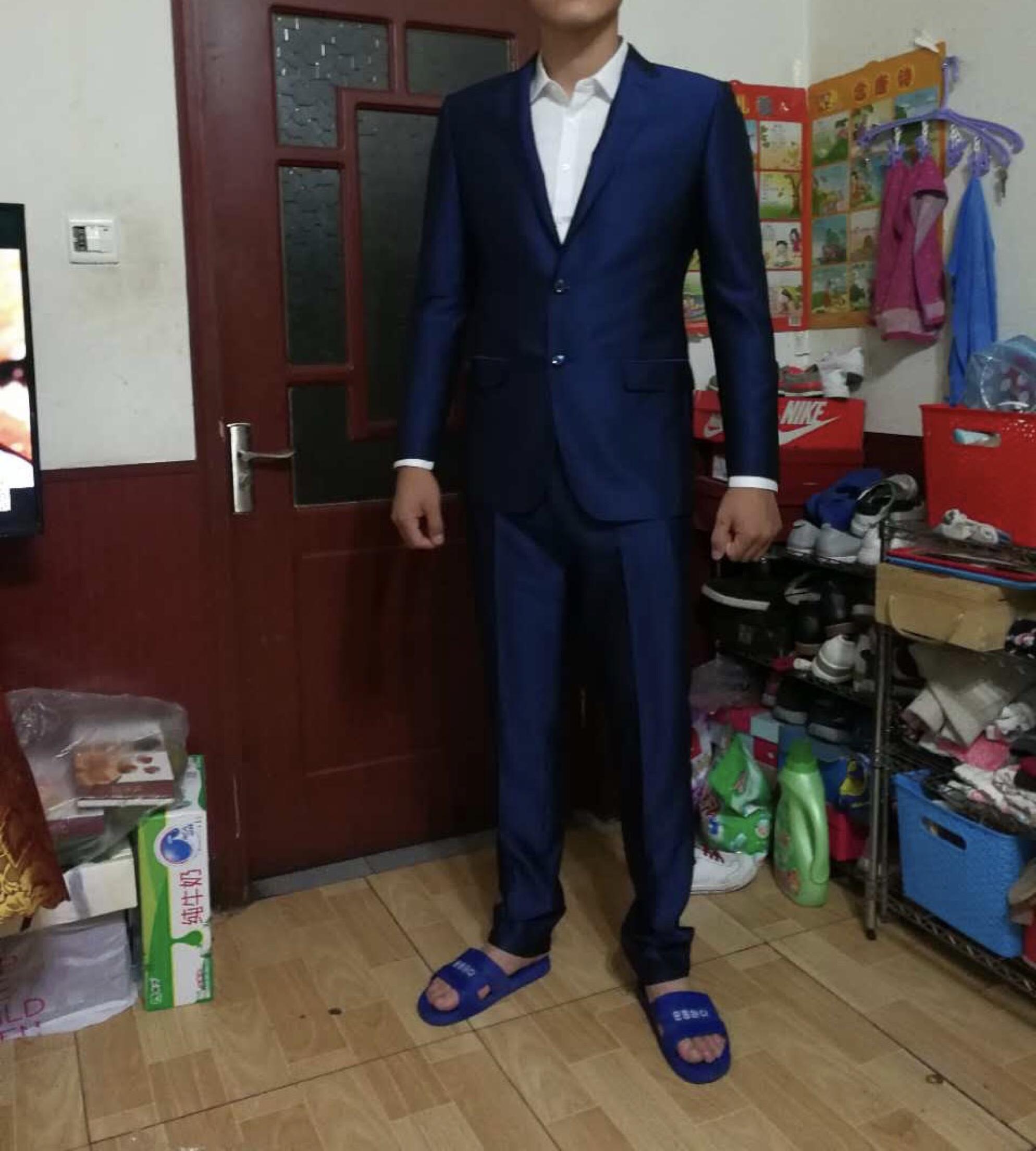 结婚领带颜色_蓝色西服,搭配什么颜色的领带才好看?【婚礼纪】
