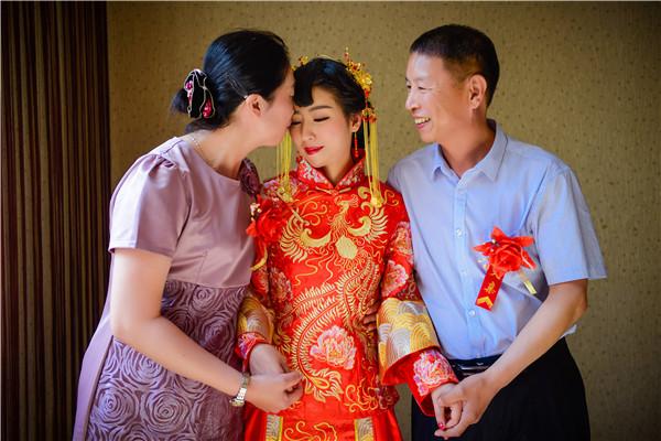 结婚礼服需要几套 新娘必备礼服有哪些