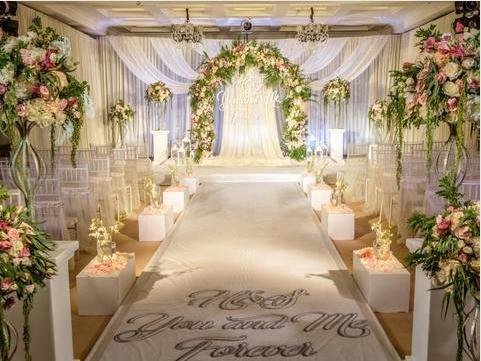 最新的婚礼纪请柬怎么做?