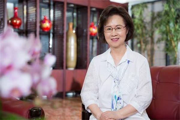 80岁琼瑶谈婚姻,琼瑶怎么看待婚姻?