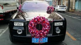 婚车装饰包含:主婚车装饰+副婚车装饰+手捧花+胸花