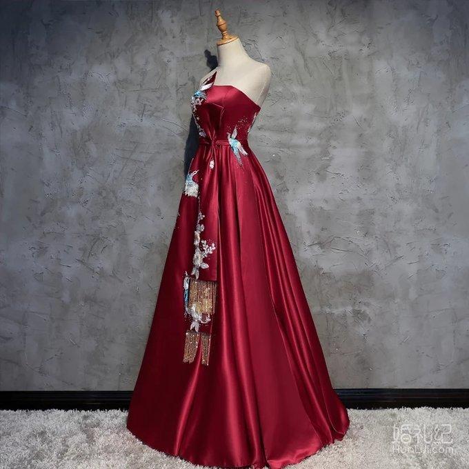 婚期已过,传递幸福,秀禾服,婚纱,敬酒服,头饰都有,便宜转手