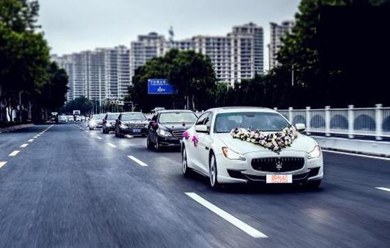 【玛莎拉蒂】总裁(白色)/1辆  + 【奥迪】A4L(白色)/4辆