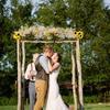 怎样搭配新娘婚纱和新郎礼服?