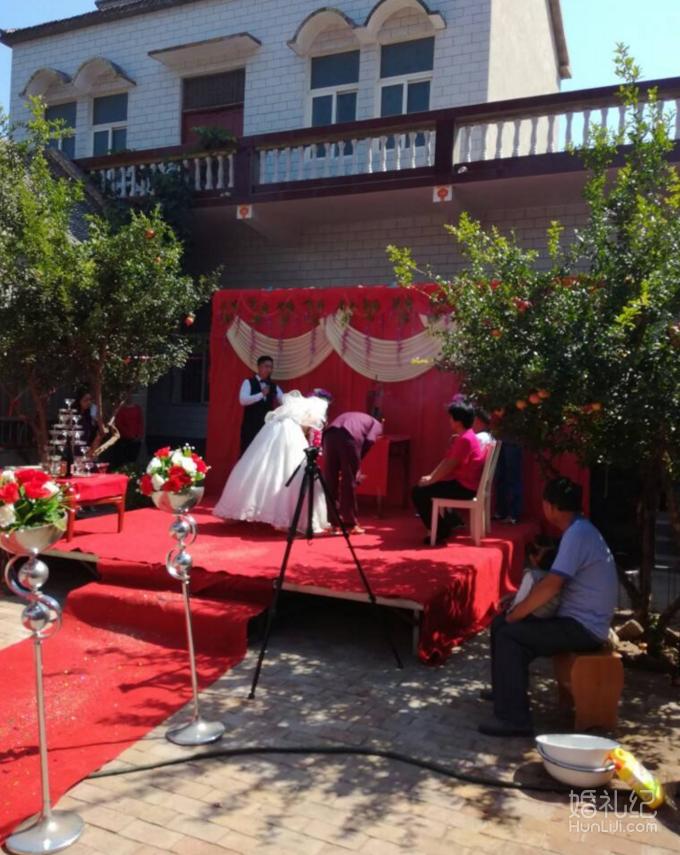老公是阿里巴巴上班的 但是婚礼却要回农村办