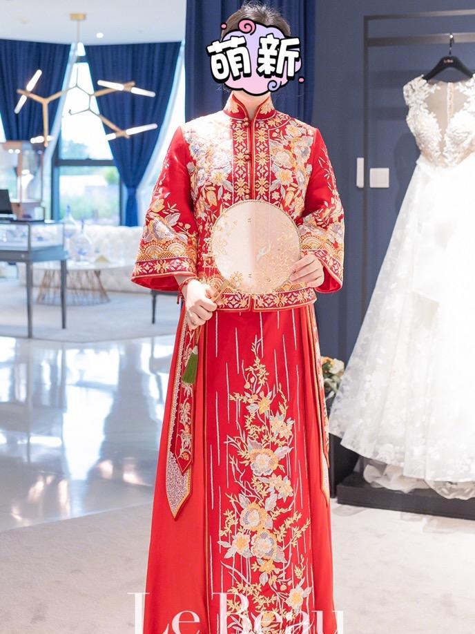 4件婚纱8888元 这个价格划算吗?