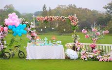 户外草坪婚礼现场怎么布置