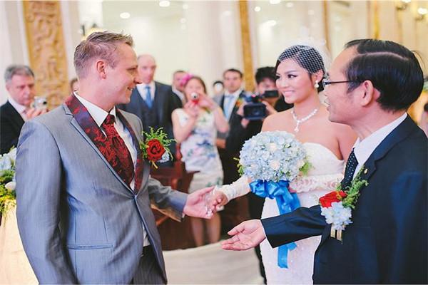 结婚敬酒要怎么说 婚宴祝酒词范文