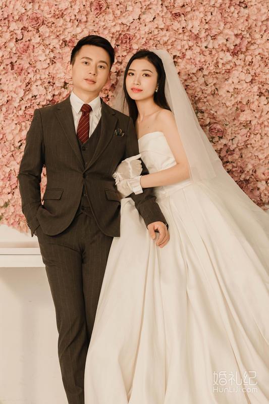 大家帮我选选吧~哪个做床头婚纱照比较好?