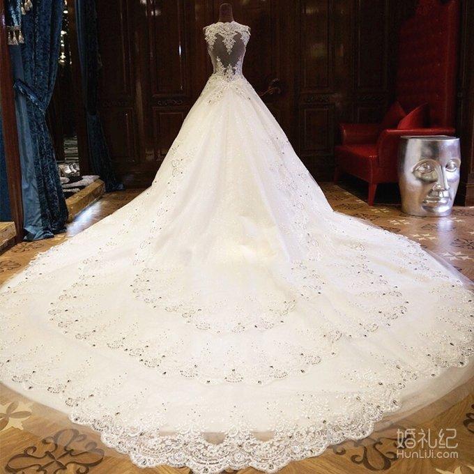 婚纱转让,1.5长拖尾,带首饰,手套头纱,结婚穿了一次