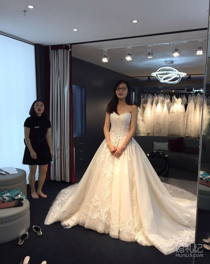 试妆前后判若两人 厉害了我的婚纱礼服