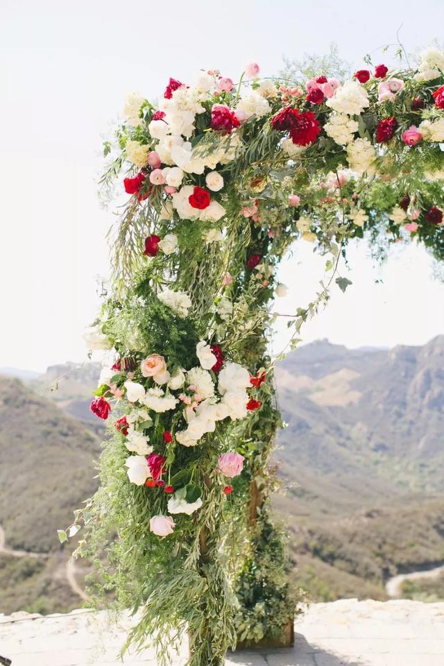 婚礼布置大红色背景