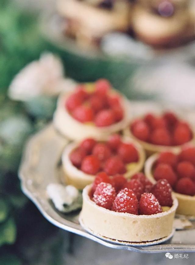 红色甜品台布置