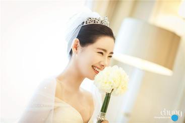 韩国女演员송서연的教堂婚礼