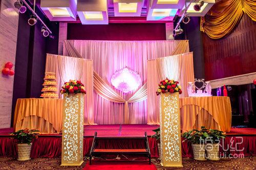 精美180cm高新人婚纱照片展架一个 宴会厅和舞台区: 1.