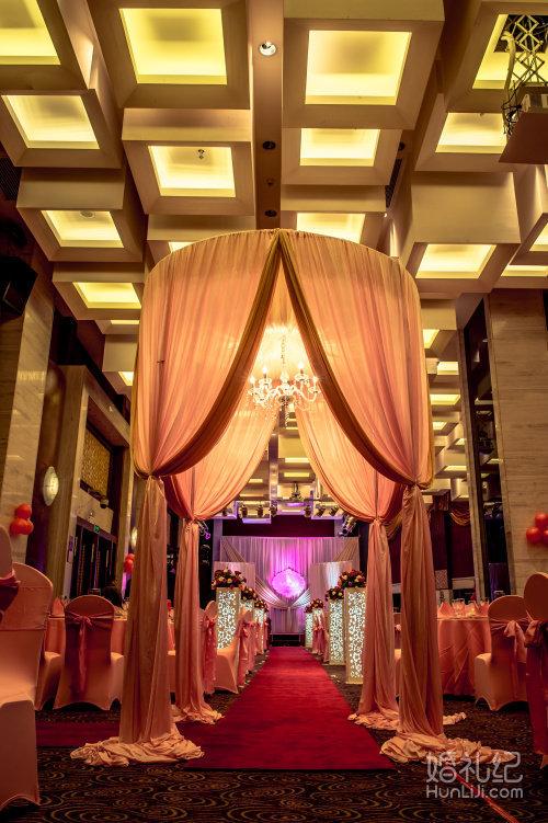 宴会厅和舞台区: 1.主题舞台背景一套,舞台背景logo设计,制作 2.