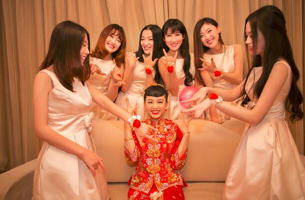 中式秀禾服婚礼当日,发型是亮点哦图片