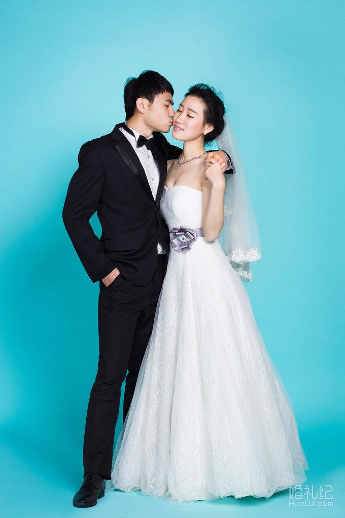 蒂芙尼蓝婚纱手绘图片