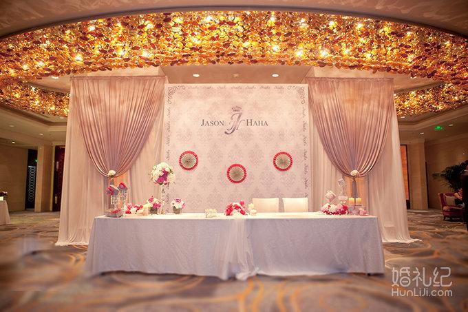 仪式亭,椅背装饰 宴会区:舞台背景,蛋糕台,香槟台 局部装饰:主桌台面