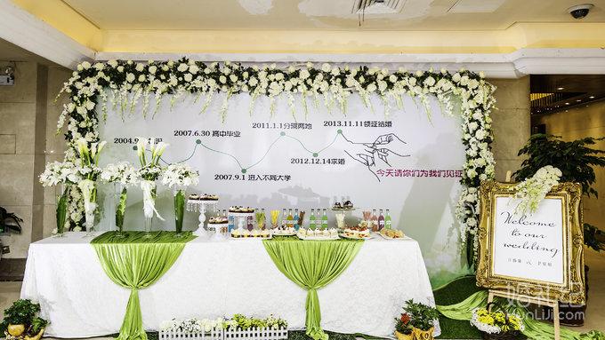 森系细节装饰搭配设计,展示区主题喷绘设计,鲜花搭配装饰,甜品细节