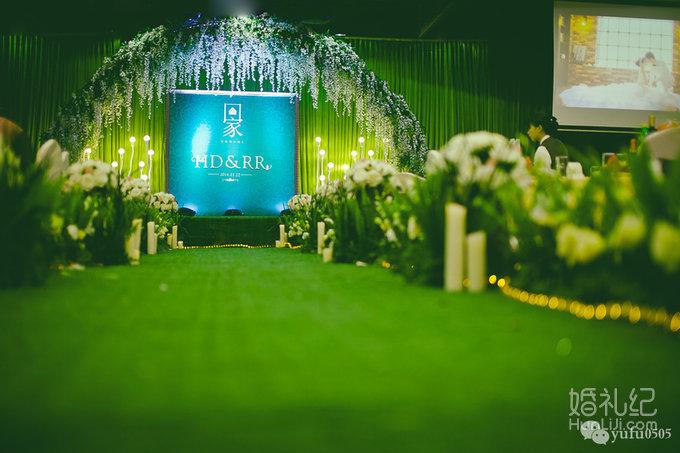 迎宾区 绿色森系,回门婚礼设计 长沙金源大酒店金源驿厅 大红加墨绿色