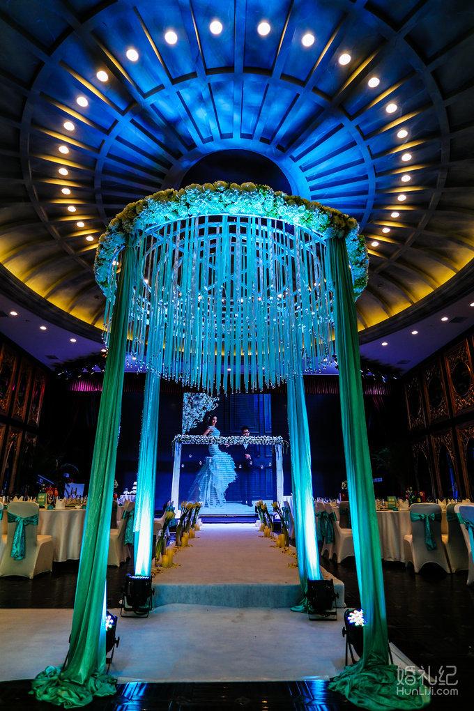 婚礼日期:10月7日 婚礼场地:海公馆 婚礼主题:蓝色恋人
