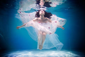 私人定制水下婚纱