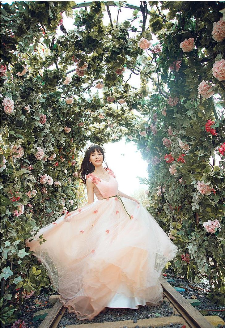 海景看多了 看看我的花景婚纱照吧!