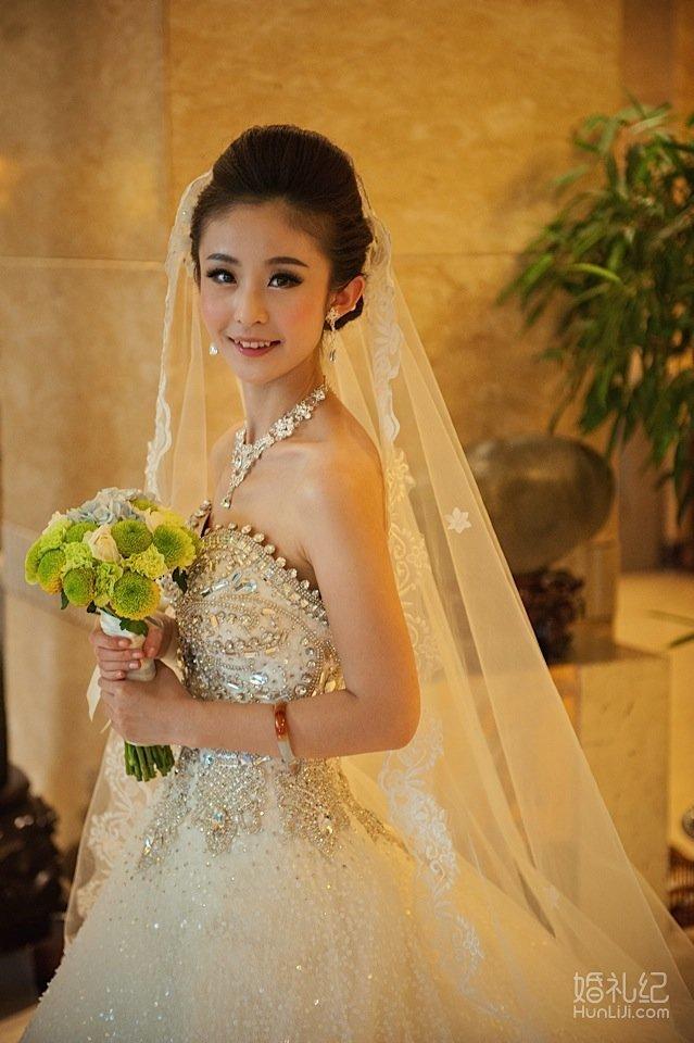 小清新的韩式婚纱,让大婚当天的你格外可爱