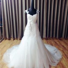 时尚优雅拖尾婚纱