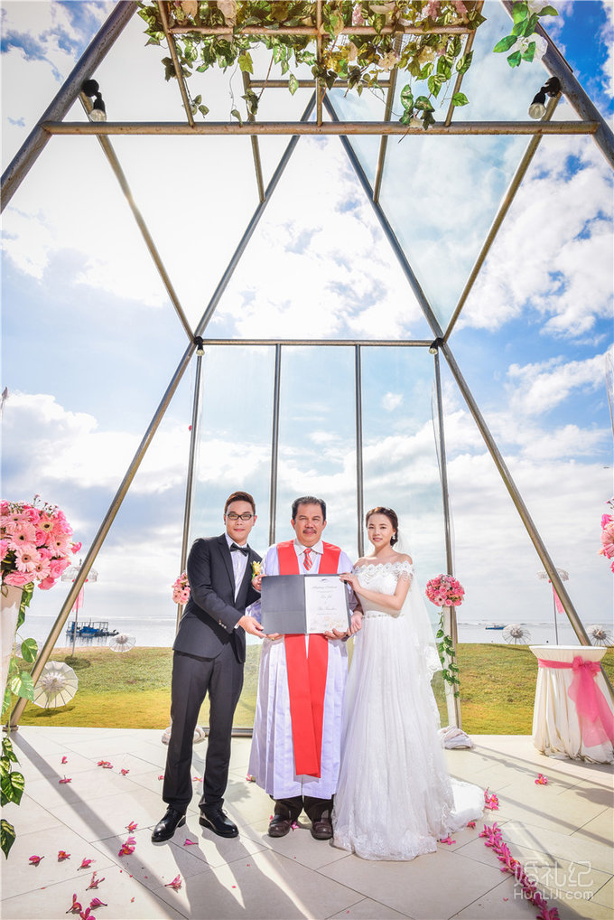 婚礼场地:巴厘岛美乐滋海边教堂婚