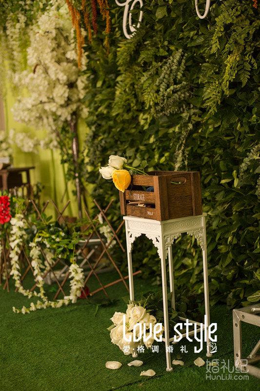 婚礼主题:森林系 婚礼摄影:洛格绘忆影像社 婚礼摄像:一格影视 化妆造图片