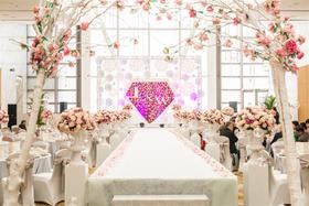 悠唐皇冠假日酒店【爱情的颜色】婚礼鲜花布置
