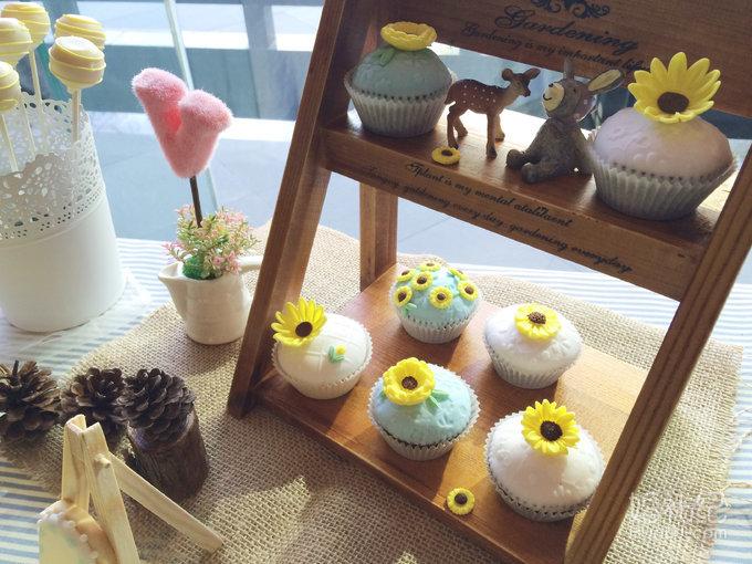 小清新森系向日葵主题婚礼甜品台