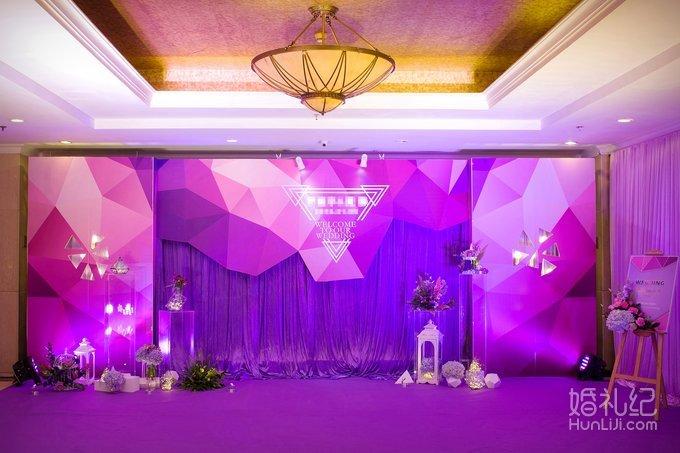 舞台灯光6组 led高清屏幕(6x4米) 完全根据主题婚礼搭配相关的饰品