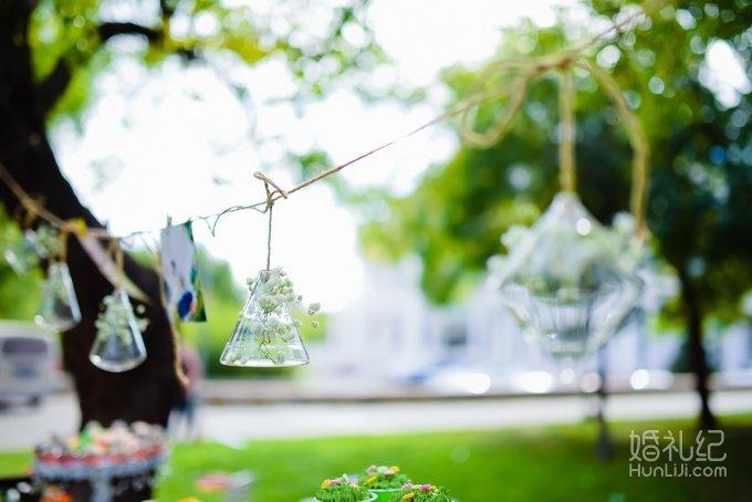 2,精美甜品台装饰; 1,森系精美摆件; 2,鲜花装饰; 3,指引牌; 4,手