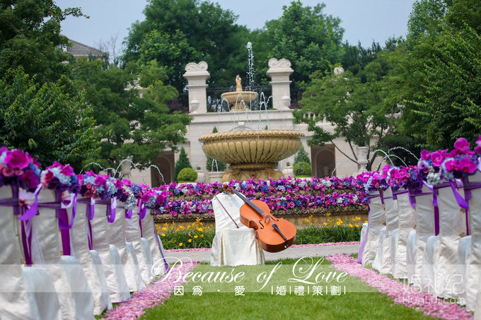 签到区背景及花艺设计 与婚礼布置相关装饰 定制宾客指引牌及花艺