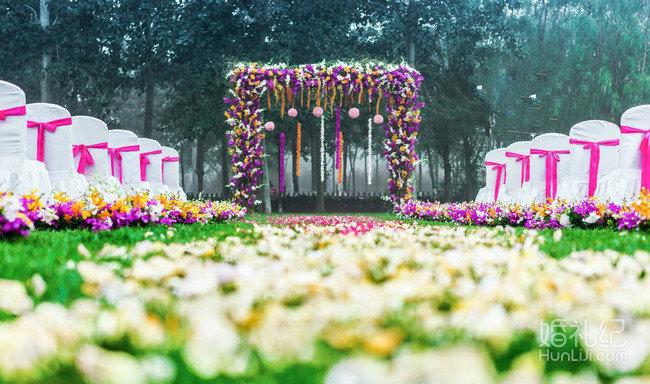 广州婚礼策划套餐 > 粉色回忆  欧式三点鲜花拱门1个: 拱门包括:u型