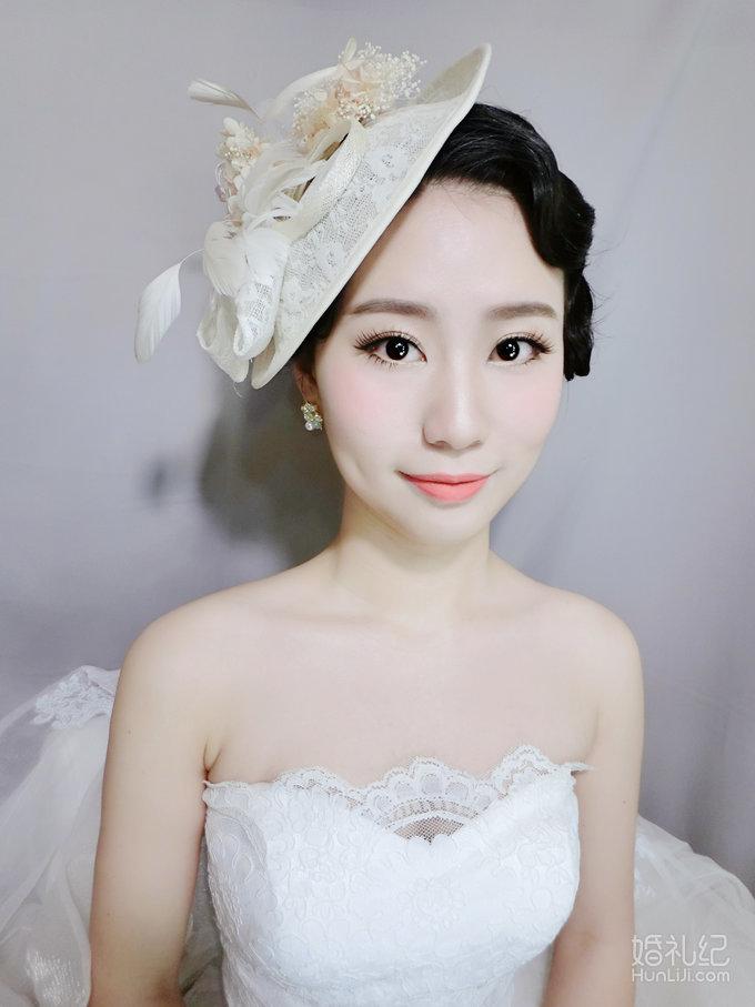 复古礼帽彰显女人味~精致干净的妆面~橘色淡雅的妆面色调~如此的高