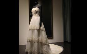 宫廷纹样抹胸款三层裙摆大拖尾婚纱